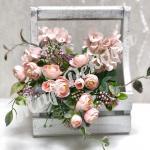 Букет роз с гортензией и добавками. Розовый пудровый.