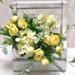 Букет роз с гортензией и добавками. Желтый