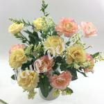 """Букет розы """"Cesar """" c гипсофилой. Розово желтый."""
