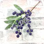 Новогоднее украшение. Ветка с синими ягодами .