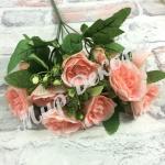 Букет роз с ягодкой . Розовый персик