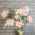 Цветок декоративный, нежно розовый.