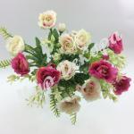 Букет розы « Рококо « с папоротником. Бело- малиновый.