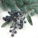 Новогодняя бутоньерка с синими ягодами. 6 штук