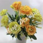 """Букет розы «Cesar """" с гипсофилой. Оранжево лимонный."""