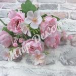 Букет пионовидной розы с добавками.