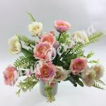 Букет розы « Рококо» с папоротником. Бело - розовый.