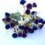 Букет из мелких роз . Темно бордовый с темно синим.