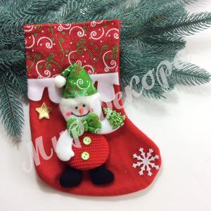 Новогодний подарочный носок со снеговиком и елкой купить оптом в магазине « Мир декора»  Все для флористов и декораторов.
