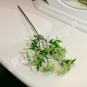 Ветка декоративная, с белыми соцветиями.